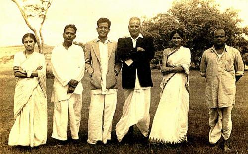 Gajananrao_with_BhimsenJoshi_KawiGirish_others_Wadikarbuwa.jpg