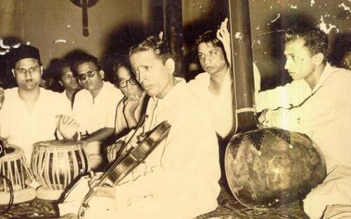 gajananrao_in_concert_with_svpatwardhan on tabla.JPG